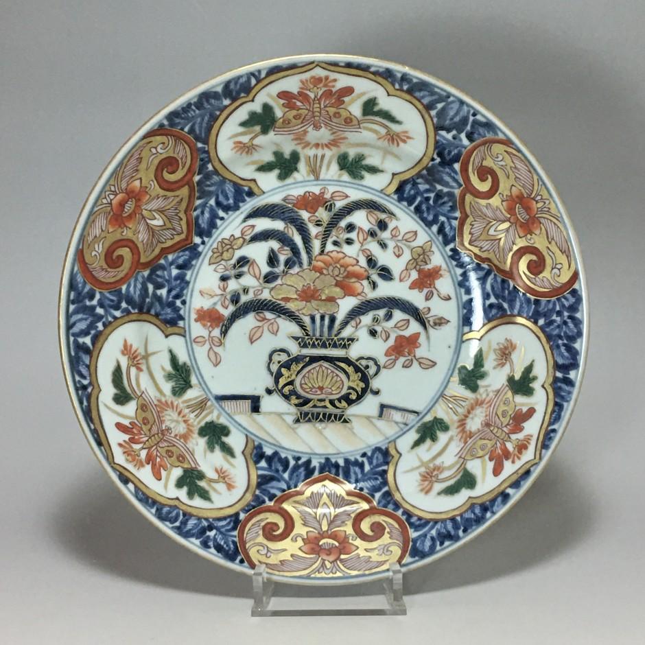 Petit plat en porcelaine du Japon à décor Imari - début du XVIIIe siècle