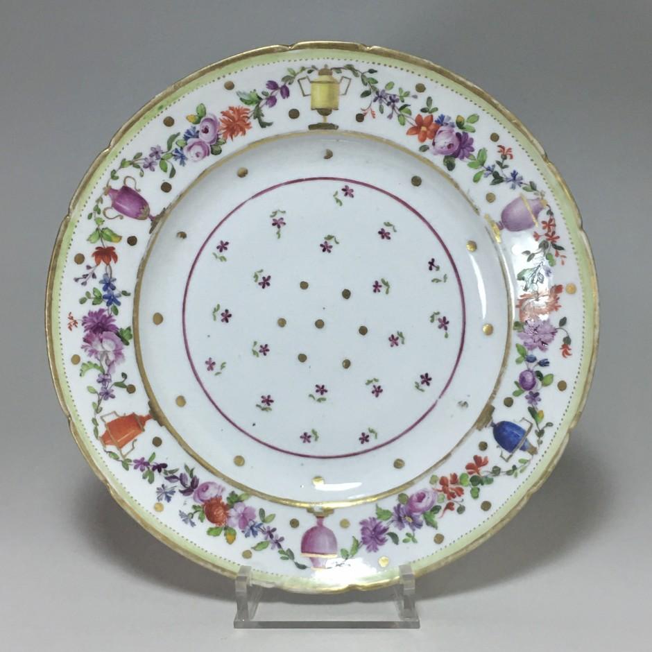 Paris - Porcelain plate from PARIS, Manufacture du Petit Carousel (2) - Eighteenth century