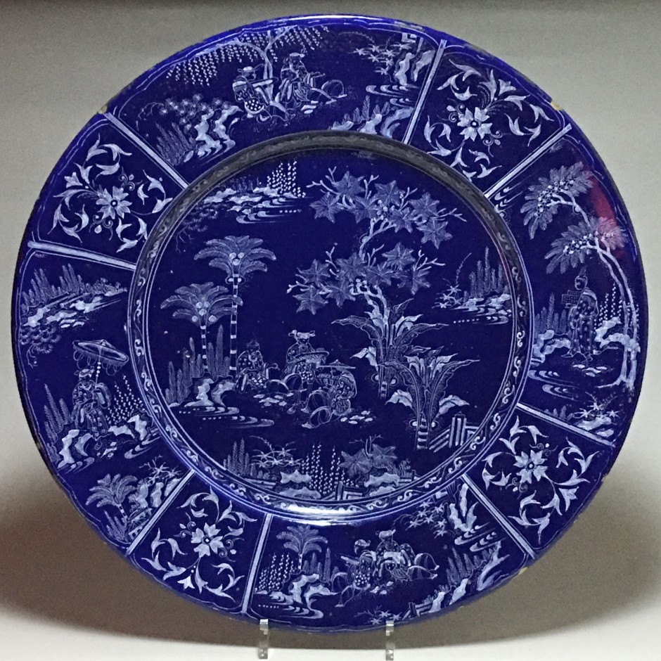 Exceptional Nevers earthenware dish with Chinese decoration on a Persian blue background - circa 1660