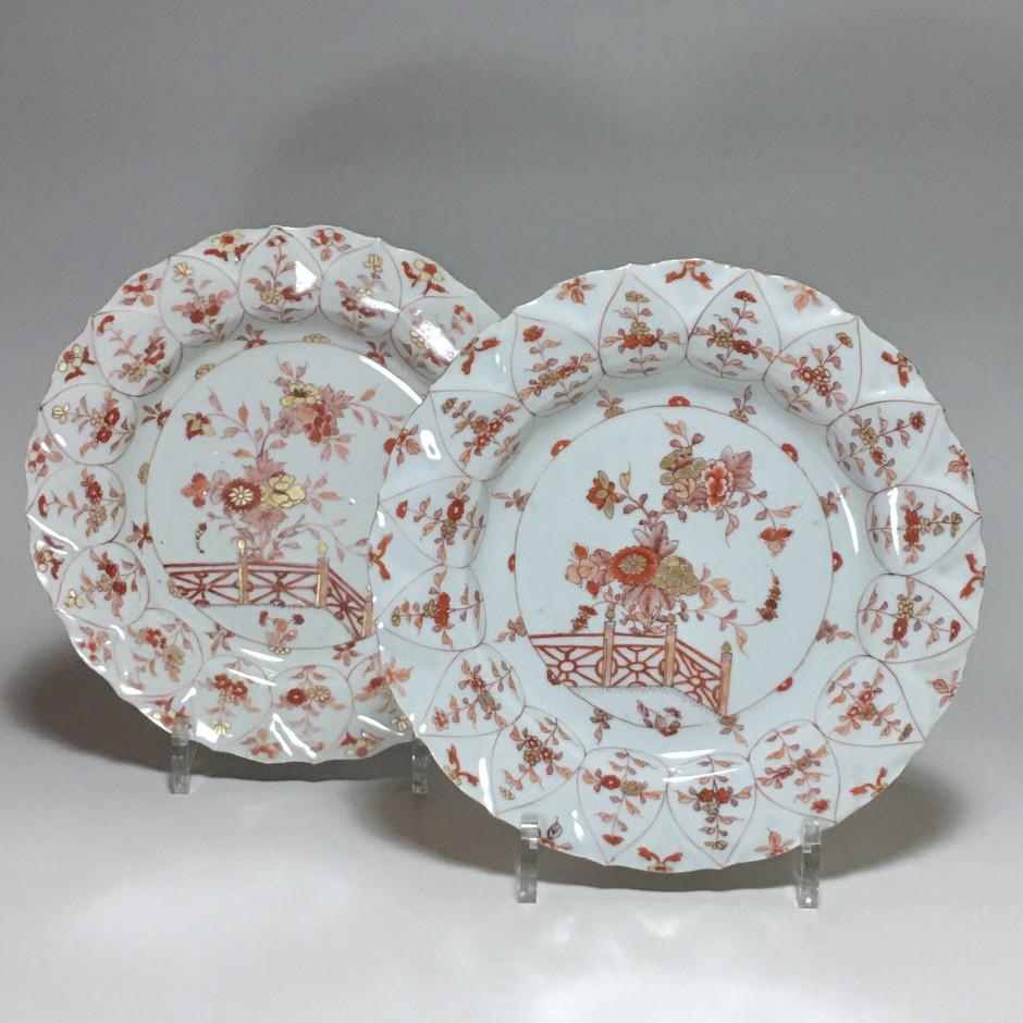 """CHINE - Paire d'assiettes dites """"sang de lait"""" - Période Kangxi (1662-1722)"""