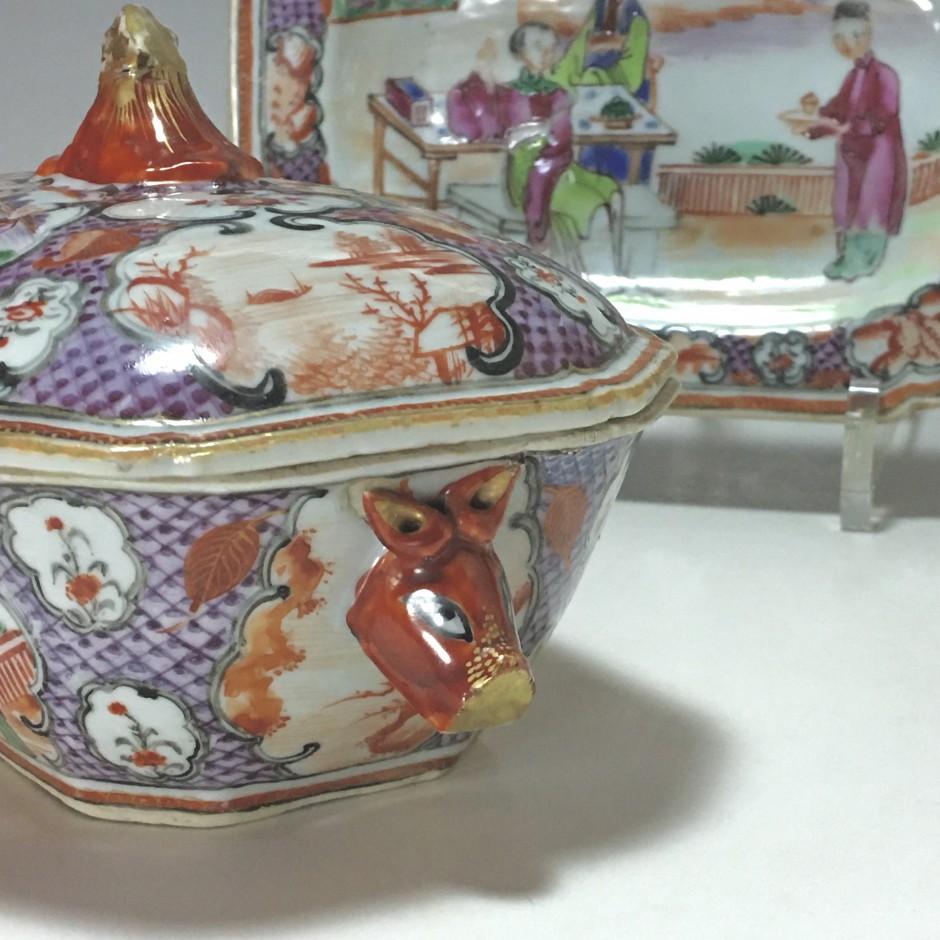 Chine - Compagnie des indes - Petit légumier et son présentoir - Époque Qianlong.