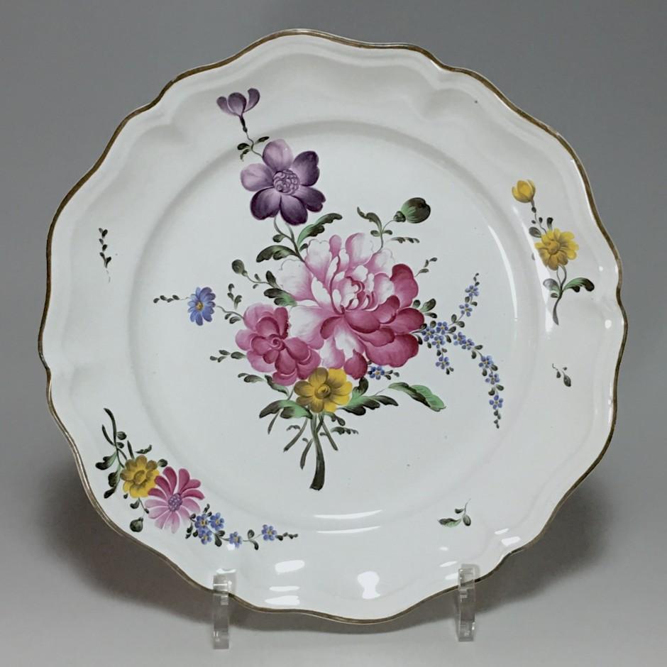 STRASBOURG - Manufacture Joseph Hannong - Assiette en qualité fine - XVIIIe siècle