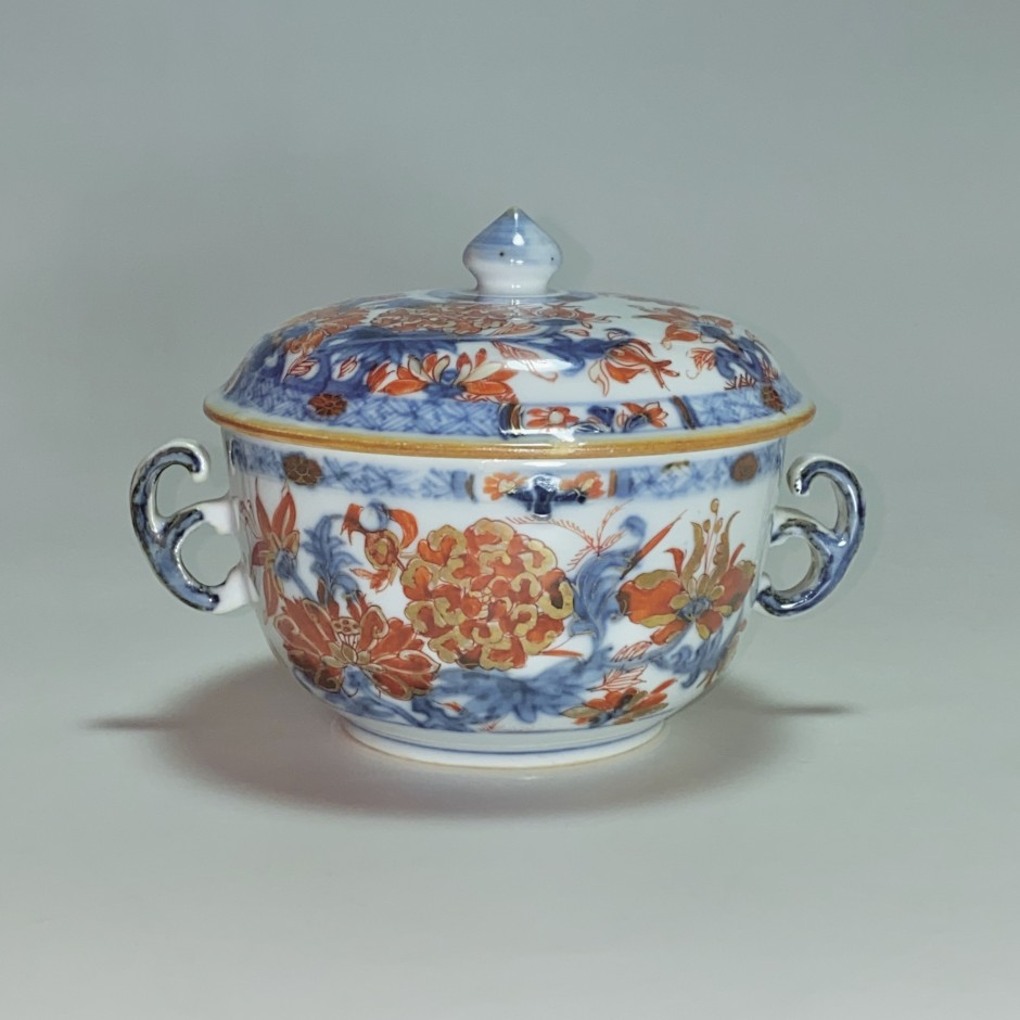China - Covered porcelain bowl with Imari decoration - Kangxi period (1662-1722)