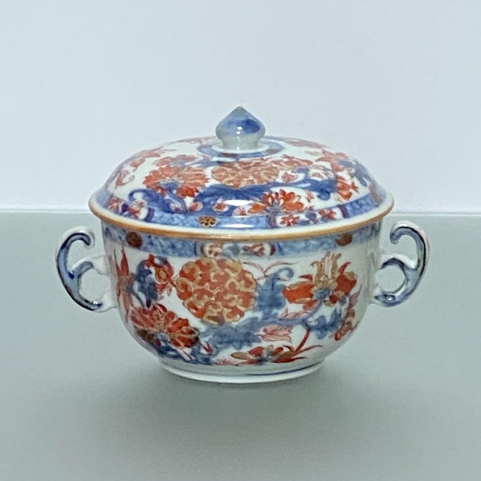 Chine – Bouillon couvert en porcelaine à décor Imari - Époque Kangxi (1662-1722)