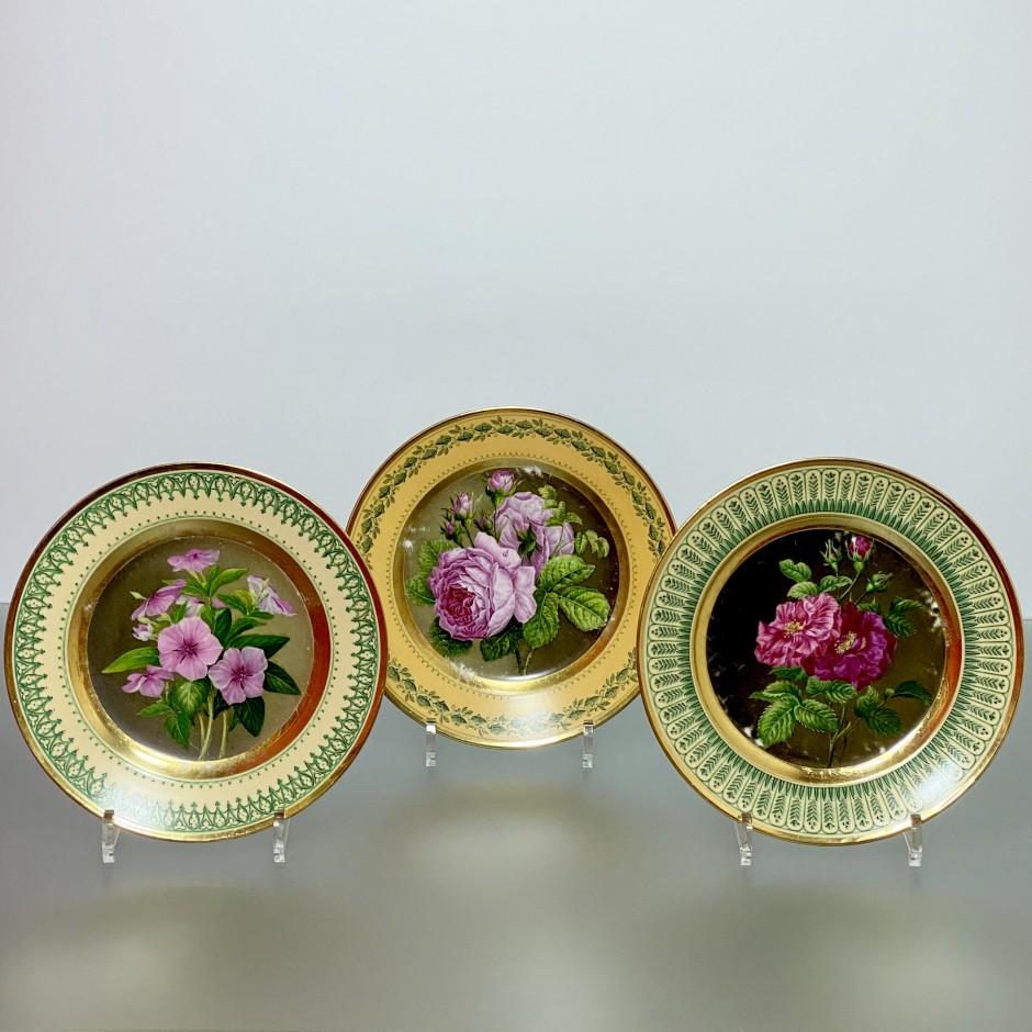 Paris – trois assiettes à décor botanique – Début du XIXe siècle