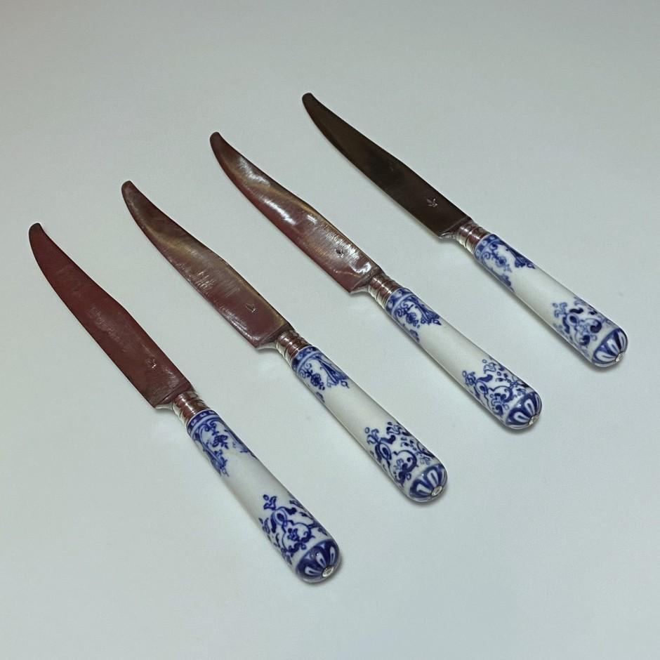 Saint-Cloud – Ensemble de quatre petits couteaux – XVIIIe siècle
