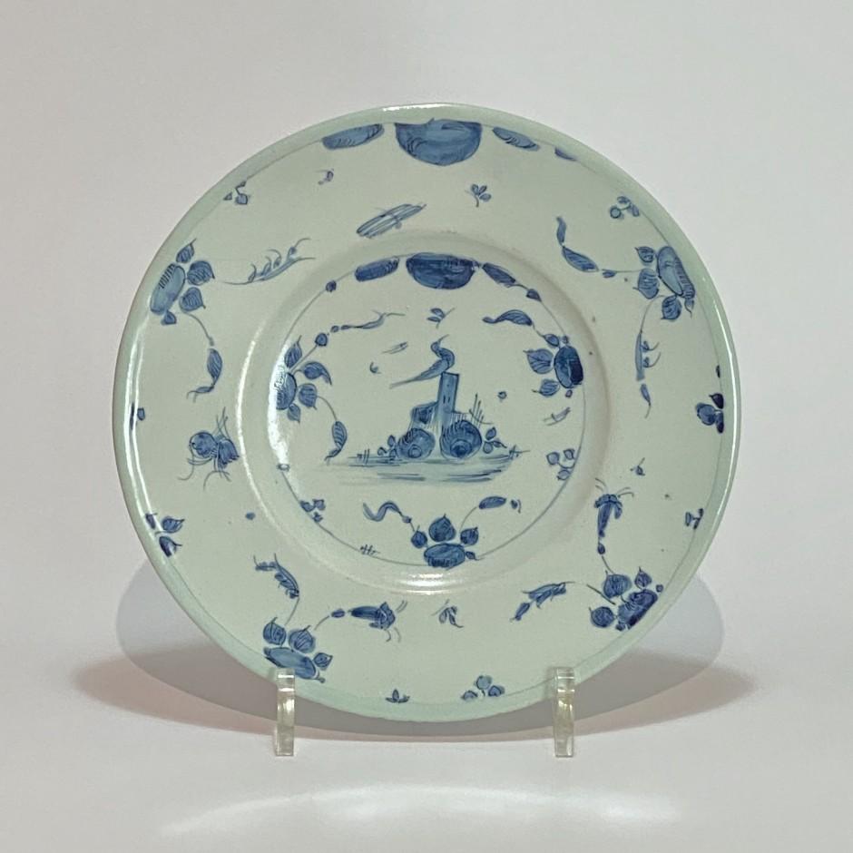 Savona - Plate decorated with a bird - Late Seventeenth century - Early Eighteenth century