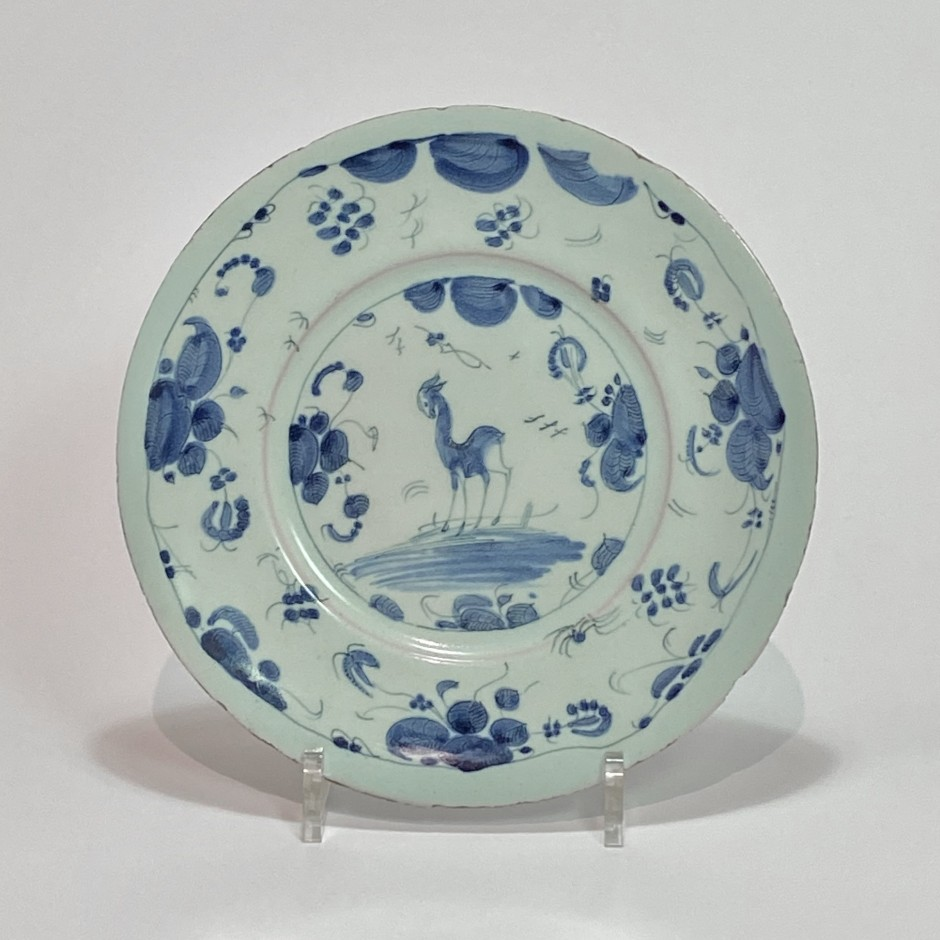 Savona - Plate decorated with a doe - Late seventeenth century - Early eighteenth century