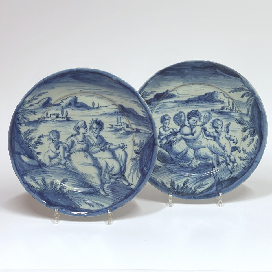 Savona - Pair of dishes in blue monochrome - Around 1700
