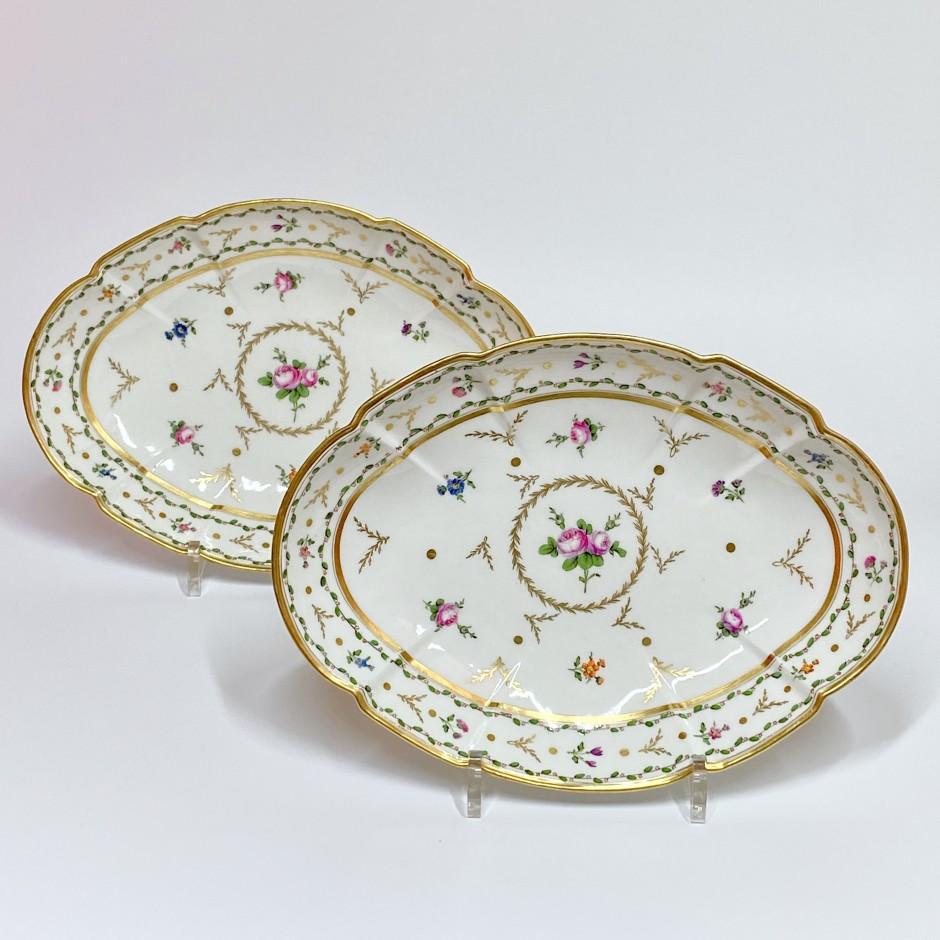 Manufacture du Duc d'Angoulême - Pair of porcelain dishes - Eighteenth century
