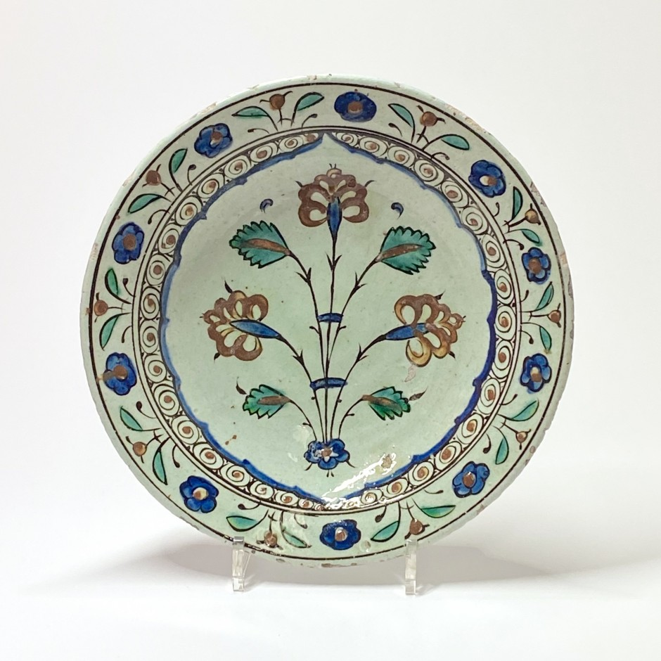 "Iznik - Dish with ""tabak"" decoration - Seventeenth century"
