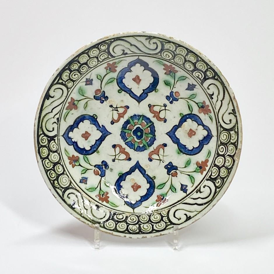 Iznik - Plat à décor de quatre mandorles - XVIIe siècle