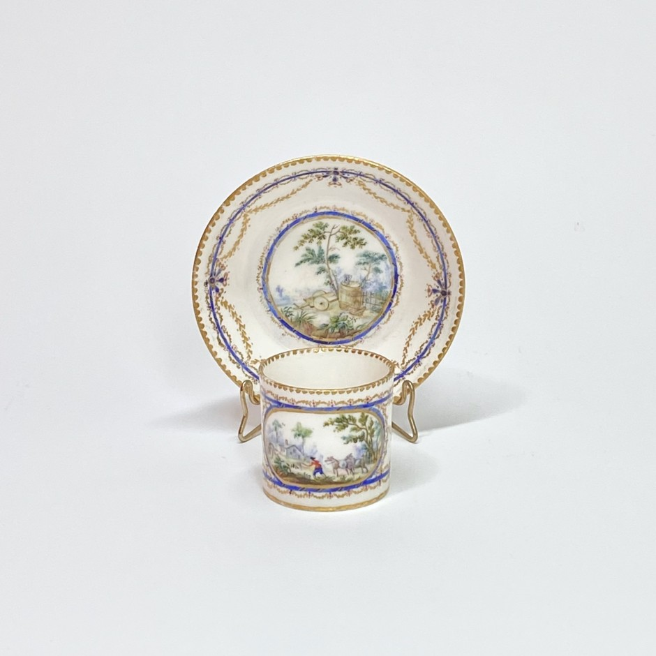 """Cup and saucer """"Mignonnette"""" in soft Sèvres porcelain - Eighteenth century"""