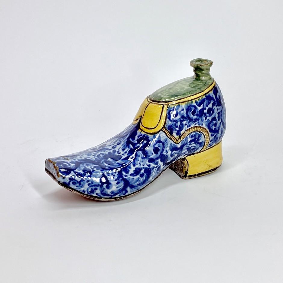 Caltagirone (Sicile) - Gourde en forme de soulier - Fin du XVIIe Début du XVIIIe siècle.