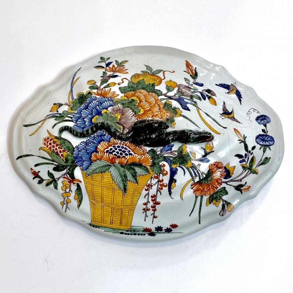 Sinceny - Couvercle à décor d'une corbeille de fleurs - XVIIIe siècle