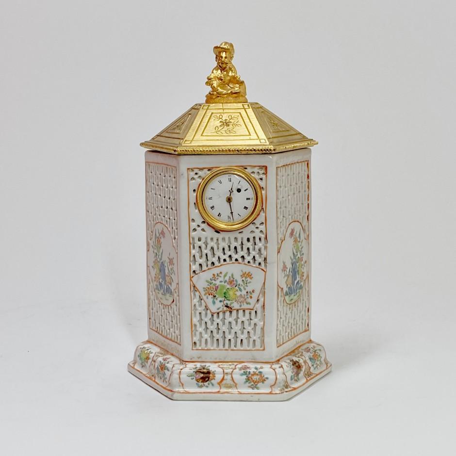 Chine - Petite pendule en porcelaine - Époque Qianlong (1736 - 1795)