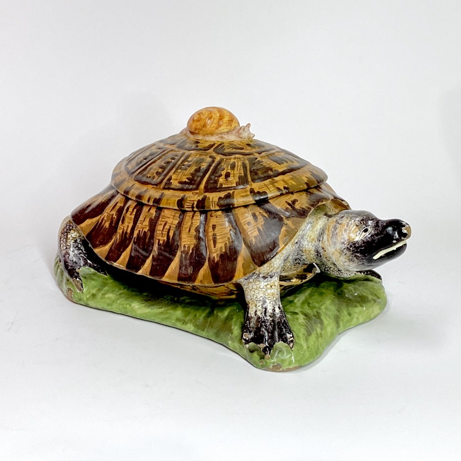 Strasbourg - Tortoise with trompe l'oeil - Manufacture Paul Hannong, about 1750-1754