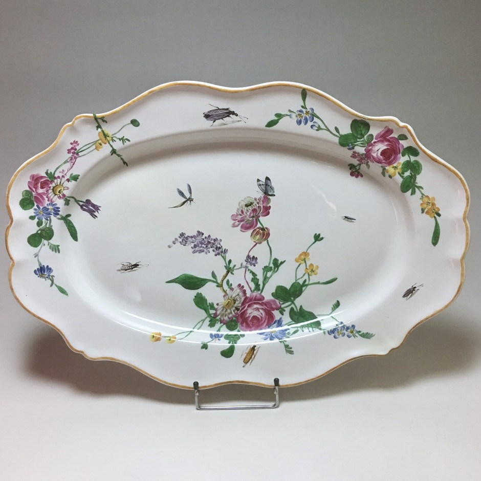 Marseille - Large dish with floral decoration and insects - Fabrique de Robert - Eighteenth century