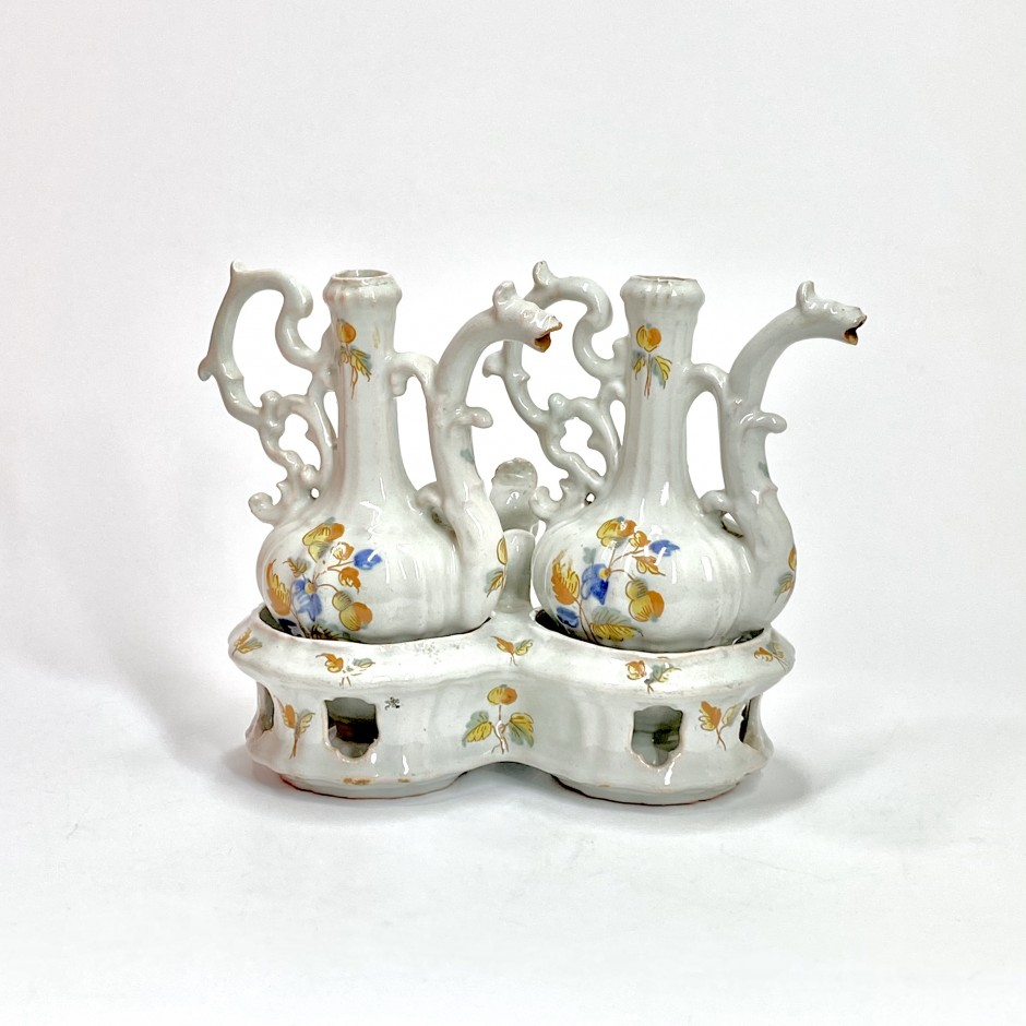Alcora - Oil cruet holder and cruets with polychrome decoration - Eighteenth century