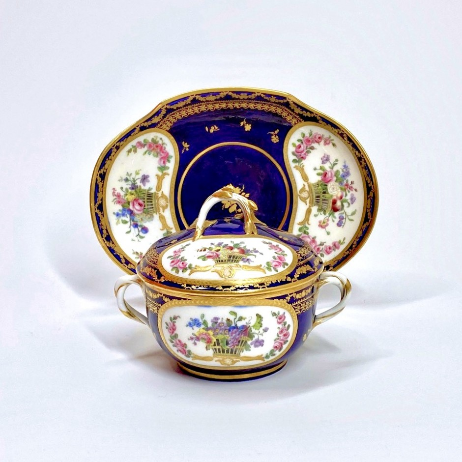 Sèvres - Bouillon bowl with blue background - Eighteenth century