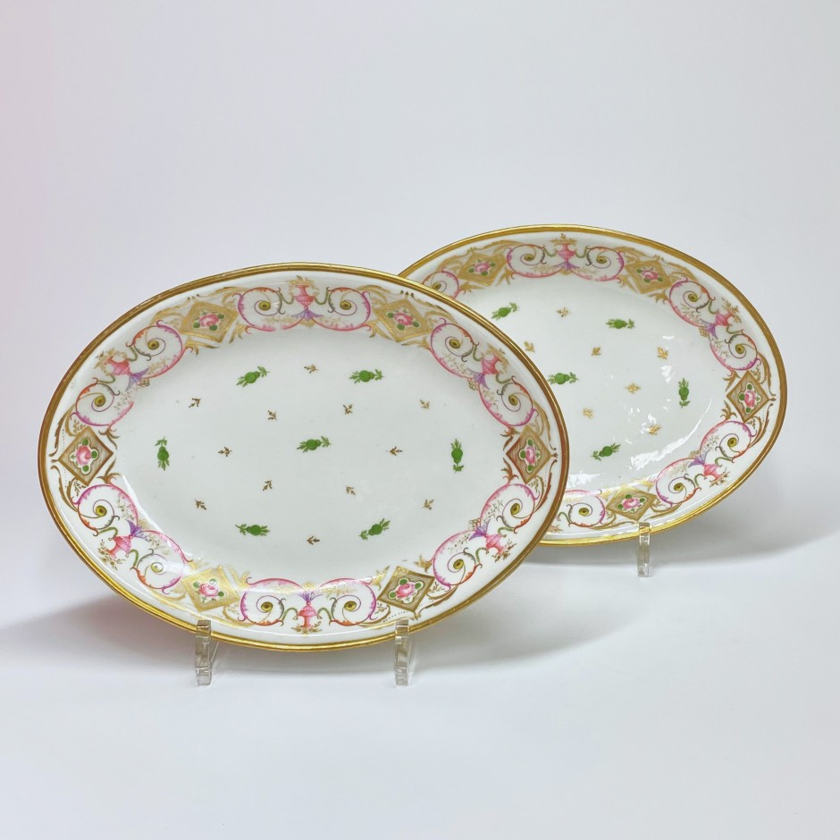 Paris - Porcelain Nast - Pair of small flat ovals - Around 1800