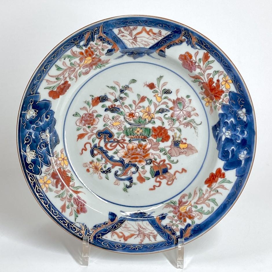 Chine - Plat famille rose et Imari - Époque Yongzheng (1723-1735)