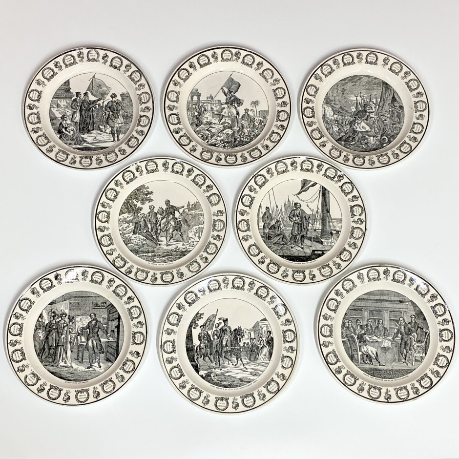 Montereau - Suite de huit assiettes à décor en grisaille sur le thème de l'Indépendance de la Grèce - Début du XIXe siècle