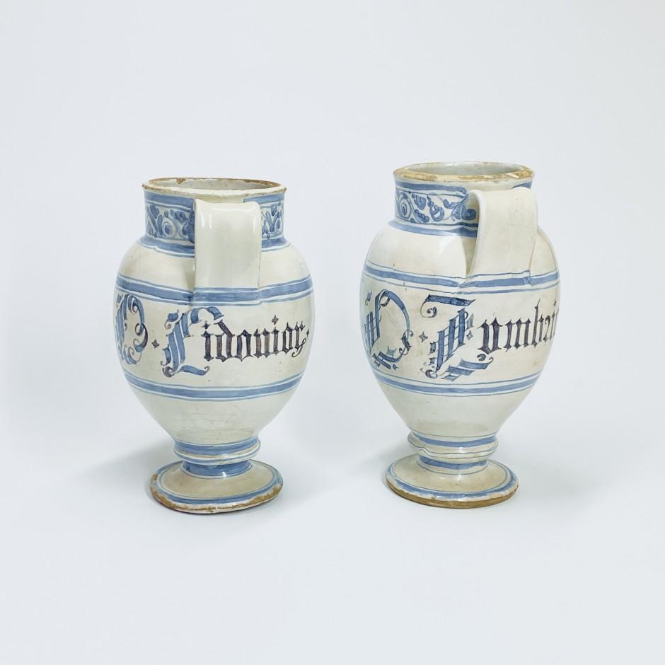 Lyon - Deux chevrettes d'Apothicairerie - XVIIe siècle