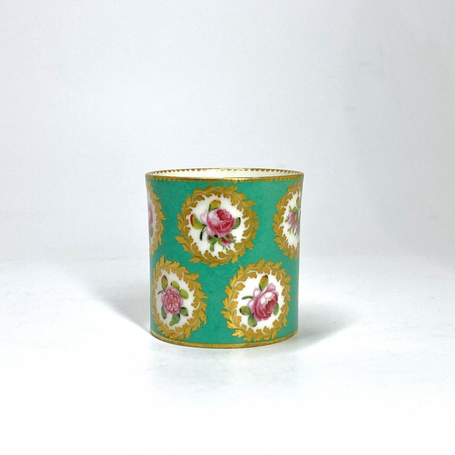 Sevres. Soft porcelain fard pot with green background - Eighteenth century
