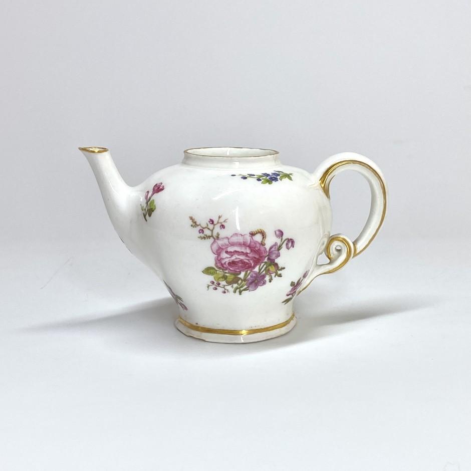 Vincennes - Lizonnée teapot - Circa 1749-1753 - SOLD