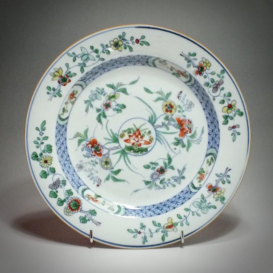 """CHINA - enamels Plate """"Doucai"""" - Yongzheng Period (1723-1735)"""
