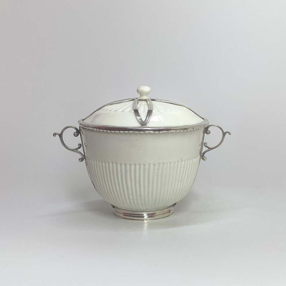 Saint-Cloud - Covered pot mounted in silver - Eighteenth century