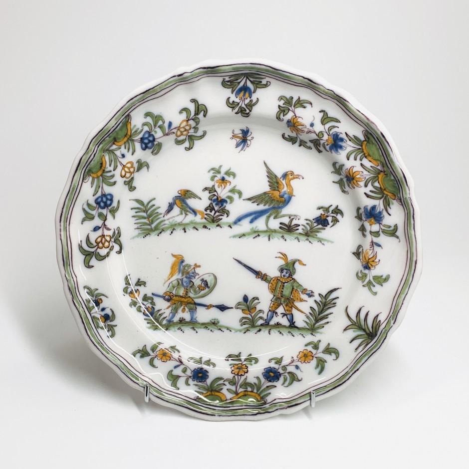Moustiers - Assiette à décor aux grotesques - XVIIIe siècle