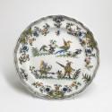 Moustiers - Assiette à décor aux grotesques - XVIIIe siècle - VENDU