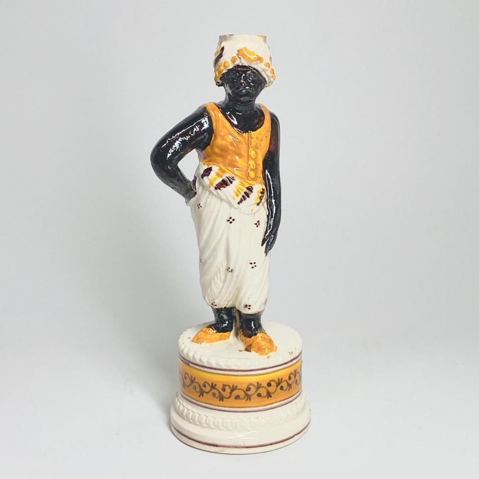Bougeoir en faïence fine figurant un maure - XIXe siècle