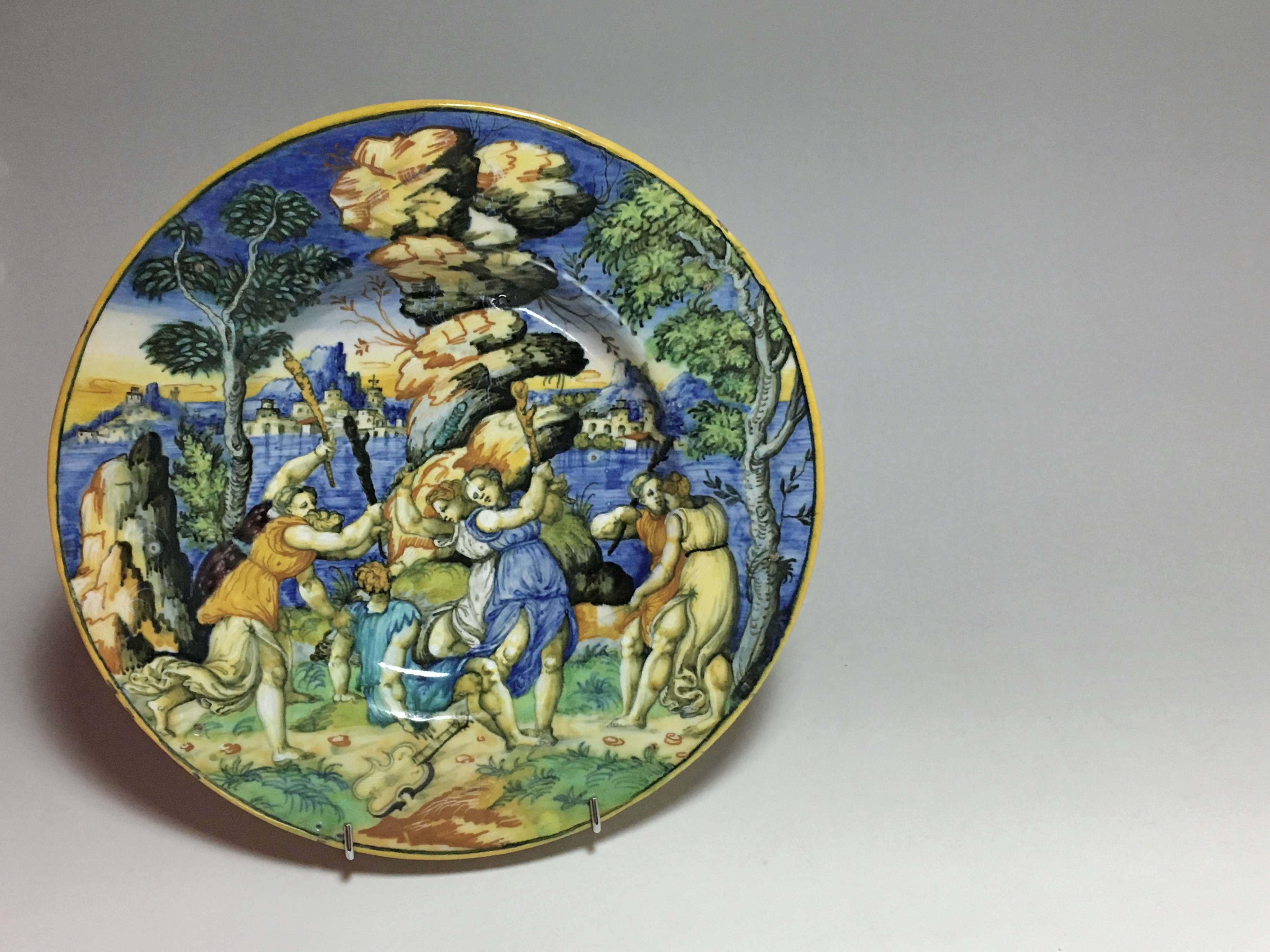 "URBINO - Plat ""a istoriato"" ""Orphée et les Bacchantes""  Ecole de Xanto - vers 1540"