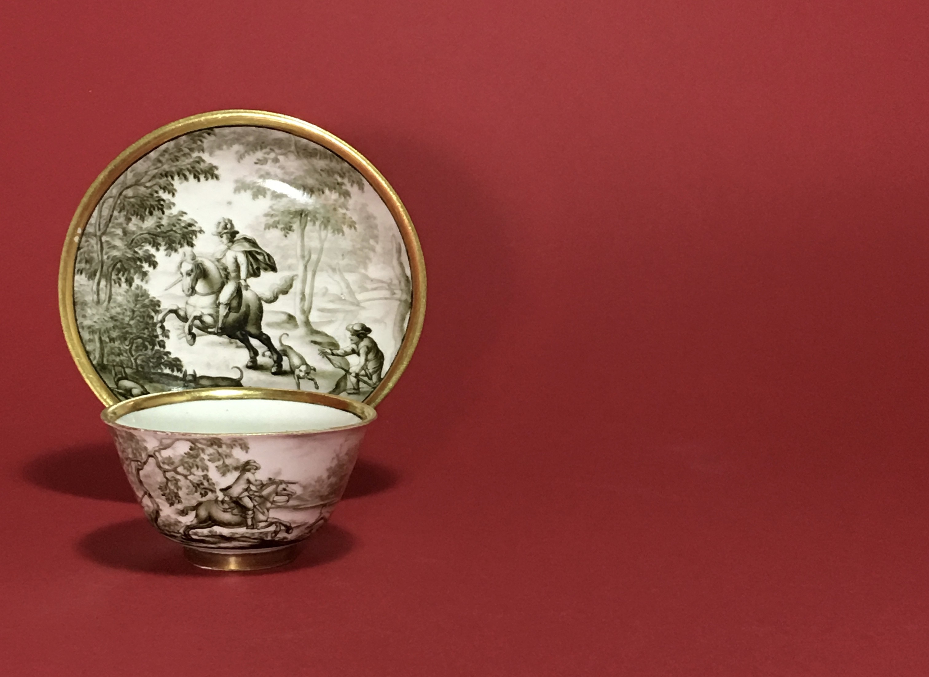 MEISSEN - RARE CUP AND SAUCER WITH HAUSMALER DECOR IN GRISAILLE OF A HUNTING SCENE - 18TH CENTURY - CIRCA 1730